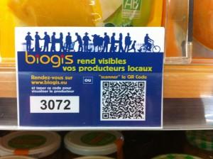 Zoom sur un QR Code dans un supermarché